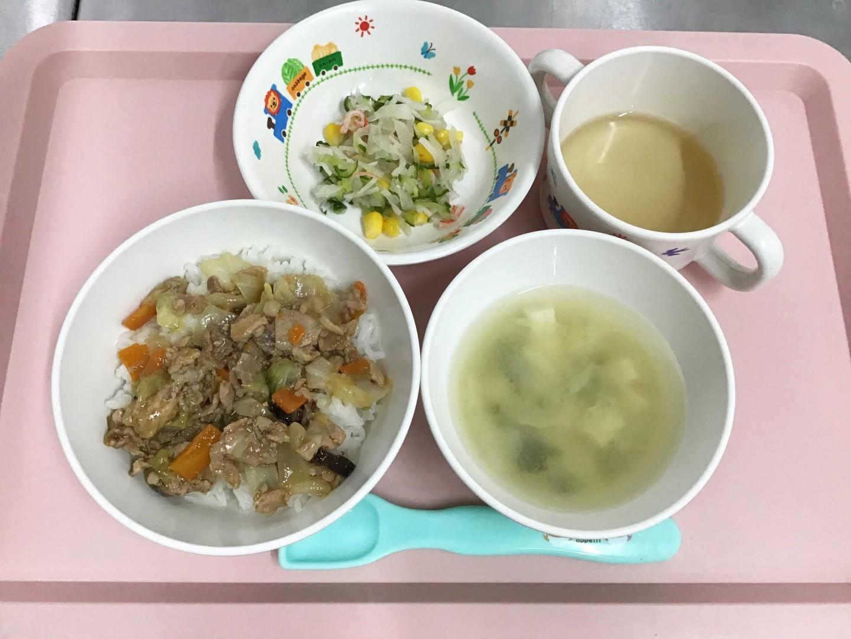 中華丼、きゅうりと大根の酢の物、とうふのみそ汁